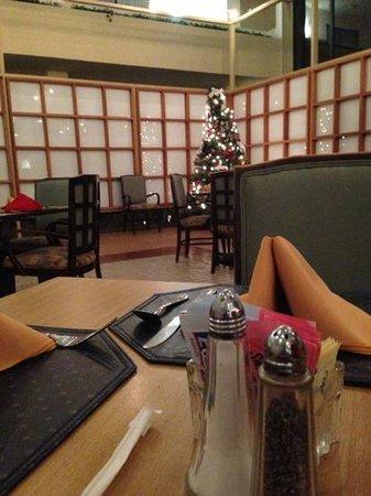 Atrium Hotel & Suites, DFW Airport South : small restaurant