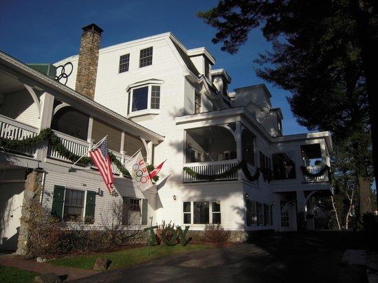 Mirror Lake Inn Resort & Spa: The front entrance.