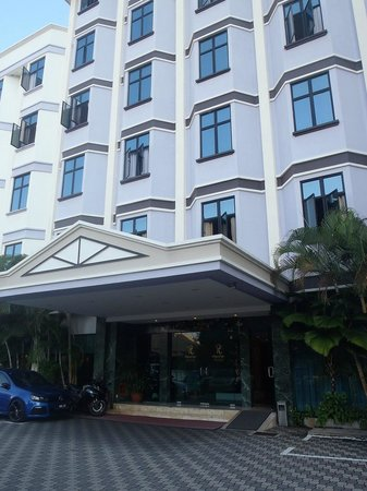 Regalodge Hotel Ipoh: Front Entrance