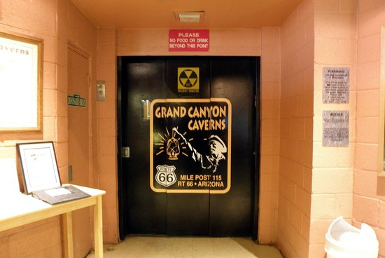 Grand Canyon Caverns : Acceso a la cueva
