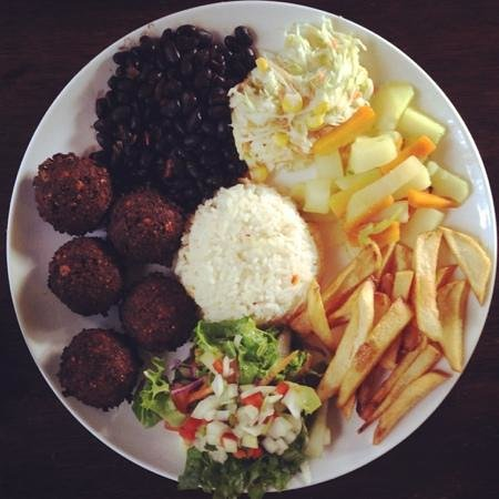 Zula Restaurant : falafel casado: amazing and vegan friendly! two thumbs up