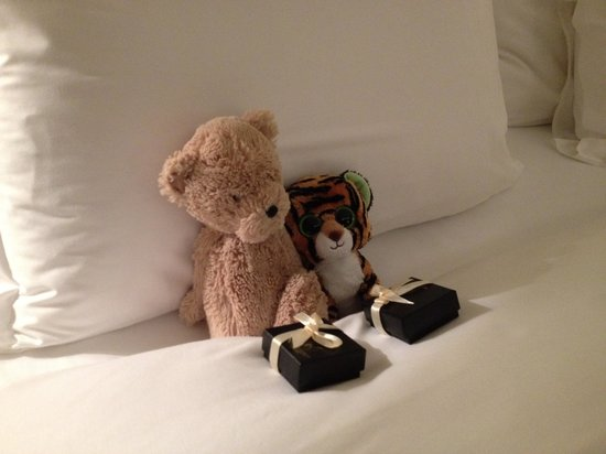 Corinthia Hotel London: chocolate in bed