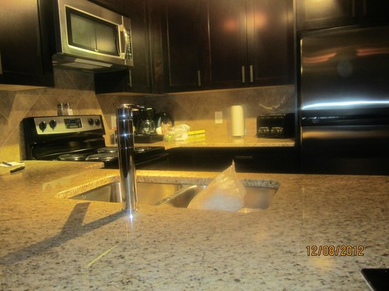 StoneRidge Mountain Resort: Pic of fully equipped kitchen