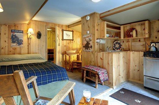 Silver Gate Cabins : Cabin Interior