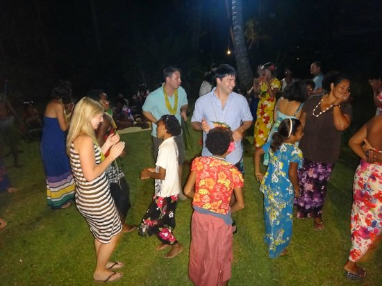 Qamea Resort And Spa Fiji: dancing with the children