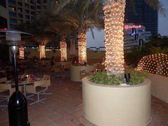 Amwaj Rotana: Outside dining early evening