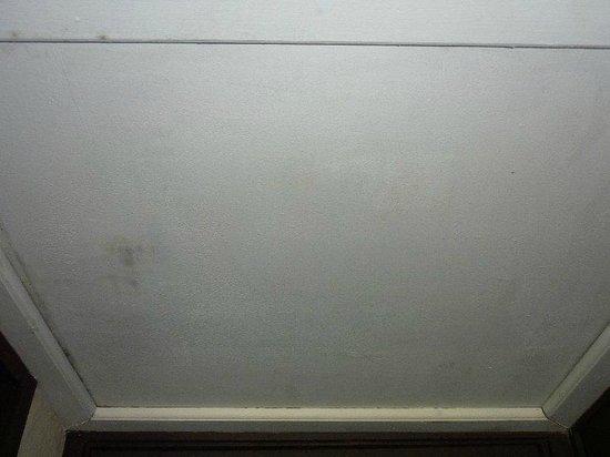 Hyatt Regency Kuantan: dirty ceiling