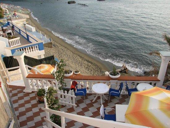Hotel Riva del Sole: Спуск к морю