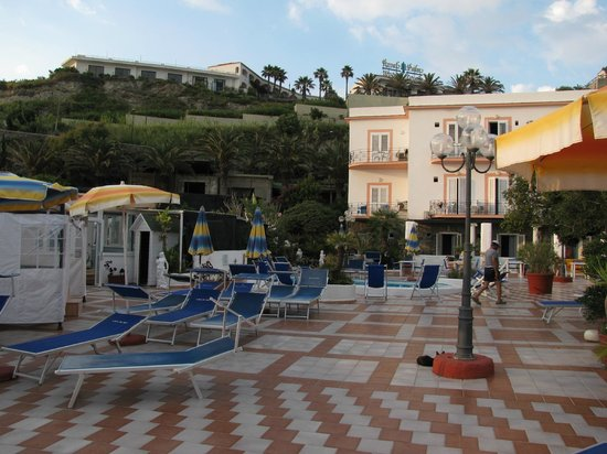 Hotel Riva del Sole: Терраса у отеля