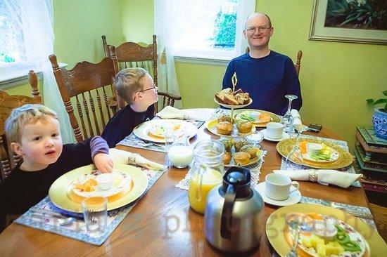 Clayburn Village Bed and Breakfast: Breakfast