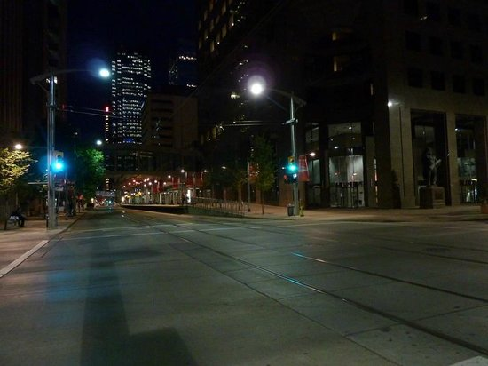 Ramada Plaza Calgary Downtown: Deserted street at 8:30pm-9pm?