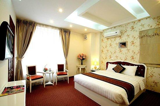 Lavish Centre Hotel: E.Suite with balcony
