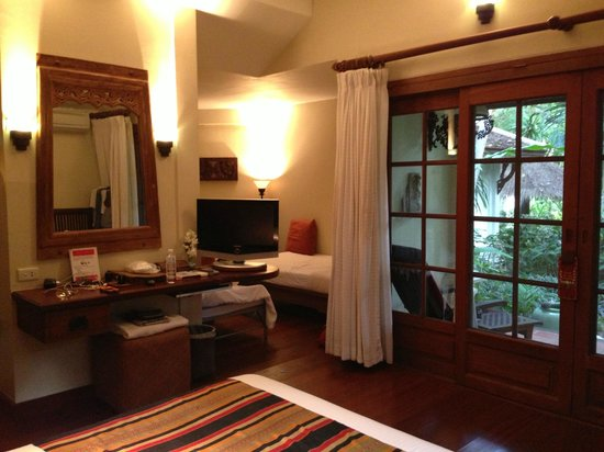 Poppies Samui: The cottage is huge and spacious - perfect for a family of 4