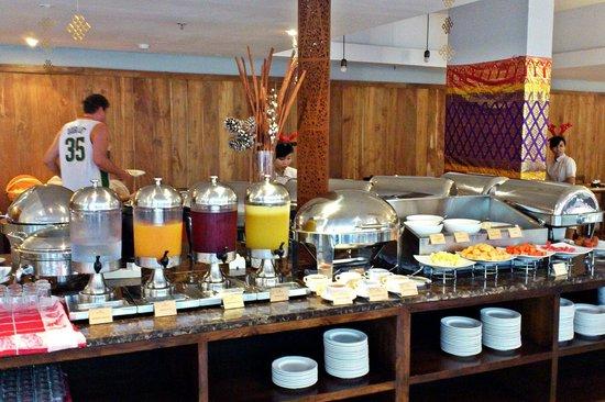 Ananta Legian Hotel: The breakfast buffet.