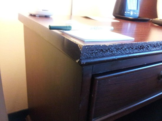Fairfield Inn & Suites Lynchburg Liberty University: Dinged up furniture