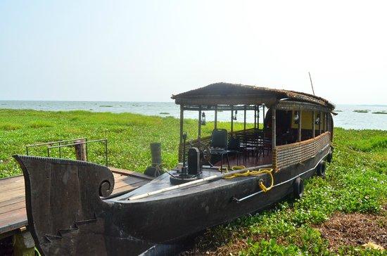 Vivanta by Taj - Kumarakom: FREE houseboat rides in the evening