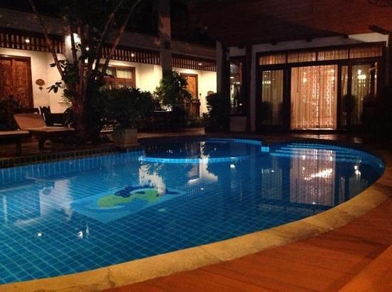 โรงแรมศิริล้านนา: Poolside