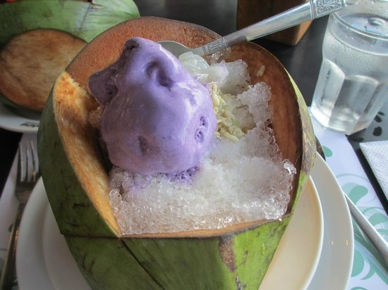 Edsa Shangri-La: Must try halo-halo. Delicious!