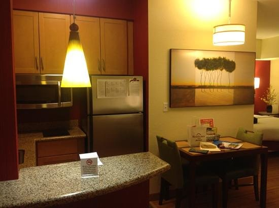 Residence Inn Cincinnati North/West Chester: kitchen/dining