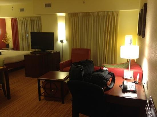 Residence Inn Cincinnati North/West Chester: desk/living room
