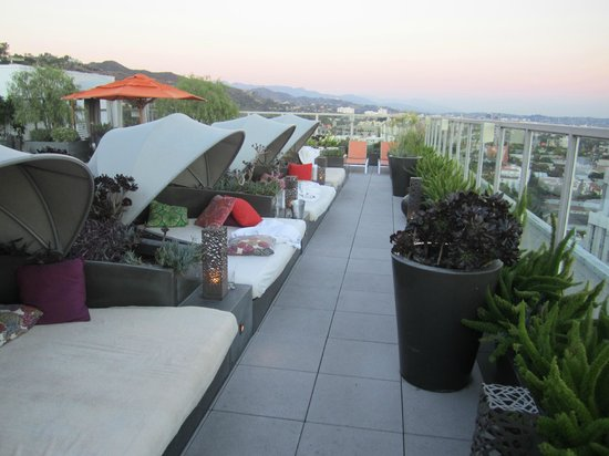 Andaz West Hollywood: Roof deck lounges
