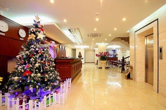 Lavish Centre Hotel: Hotel Lobby