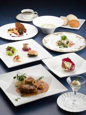 Hotel Harvest Kyu Karuizawa: French cuisine