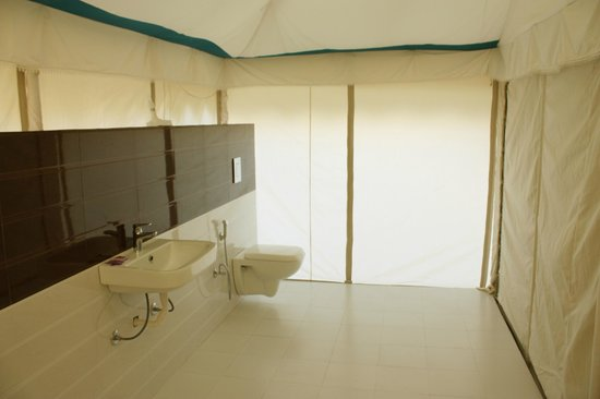 bathroom of samrat resort