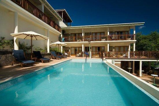 Bequia Beach Hotel Luxury Boutique Hotel & Spa: Blue Tropic pool