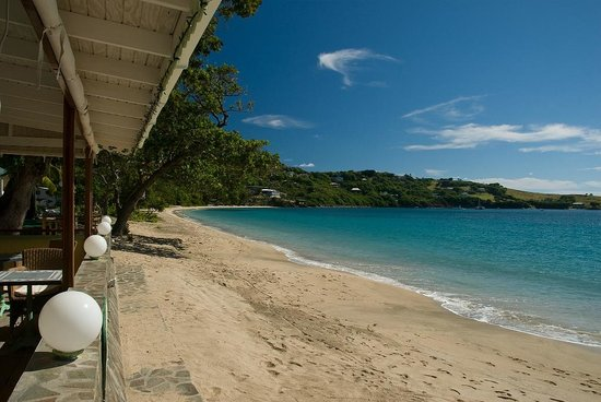 Bequia Beach Hotel Luxury Boutique Hotel & Spa: Friendship Beach view from Bagatelle