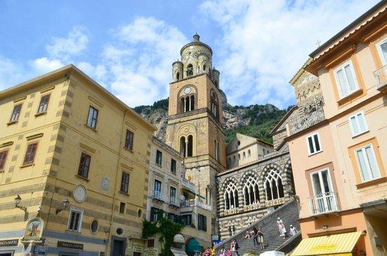 Duomo di Sant'Andrea: 下の広場から