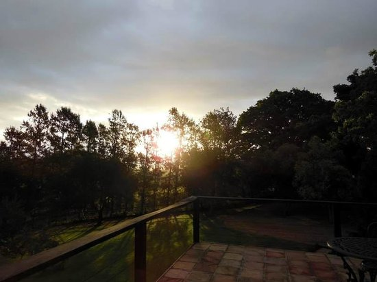 Paradyskloof Guest House: Sunset from the terrace