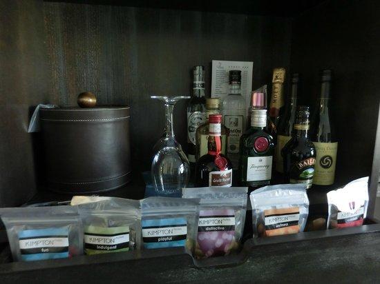 Kimpton Solamar Hotel: mini bar