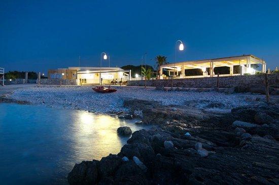 Polignano a Mare, Italien: bistrot sul mare in notturna