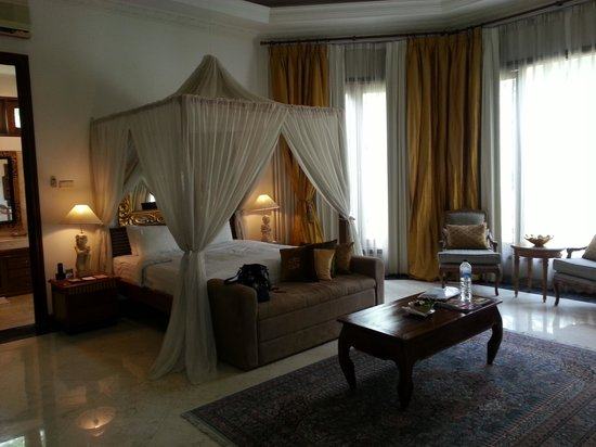 The Mansion Resort Hotel & Spa: bedroom