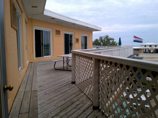 Bluewater Inn and Suites: Communal balcony