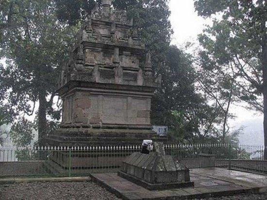 Cangkuang Temple: candi cangkuang dari arah belakang