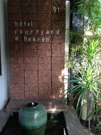 Courtyard @ Heeren Boutique Hotel: Entrance