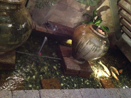 Courtyard @ Heeren Boutique Hotel: Water feature