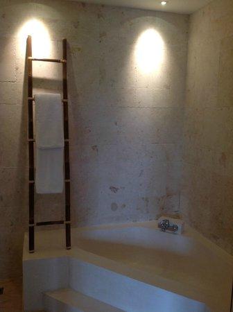 Artisane Villas and Spa: Bathroom