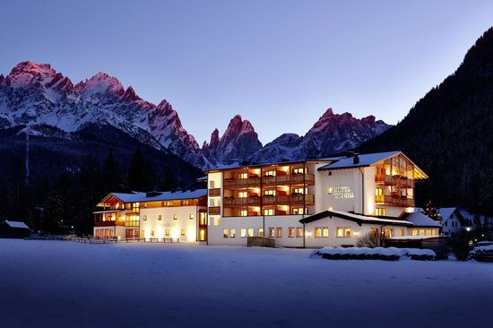 Hotel Monika : Winter landscape with beautiful mountains