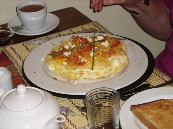 Aan de Oever Guesthouse: Omelette for breakfast