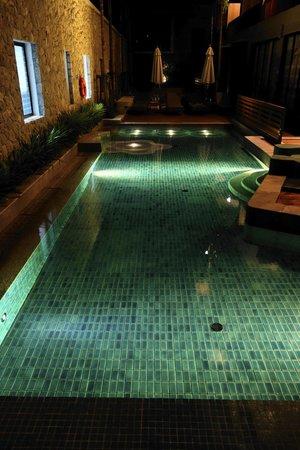 Deevana Plaza Krabi Aonang: Barn poolen