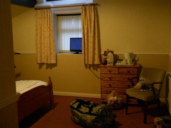 Newton House: bedroom