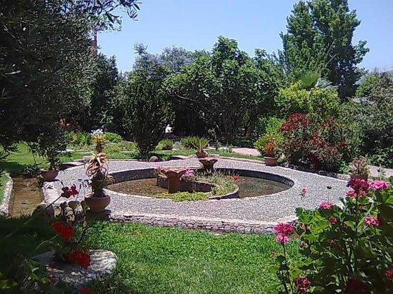 Fontaine picture of jardin bio aromatique nectarome for Jardin aromatique