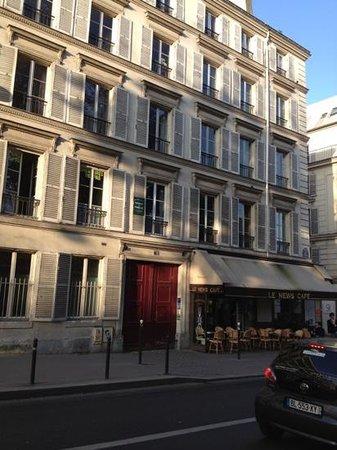 Pension Residence du Palais : 外観 ビルの一室を賃貸してる感じですね。