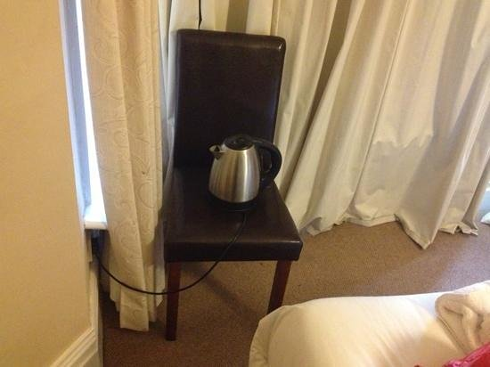 Sefton Park Hotel: The only way to make tea. How ridiculous