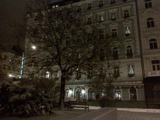 Green Garden Hotel: The hotel in snow