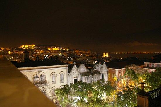 Lisboa Carmo Hotel: Vista desde el cuarto
