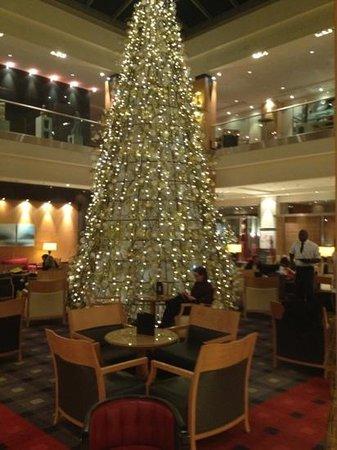 Hilton Vienna: salão principal com motivos natalinos